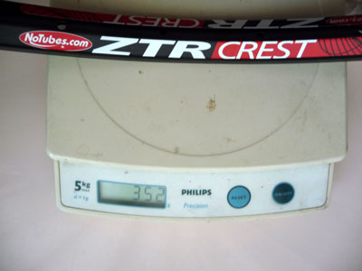 Picture of crest rim on scale weighing 352g