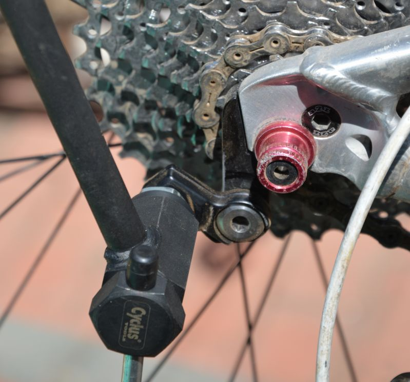 how to tell if derailleur hanger bent